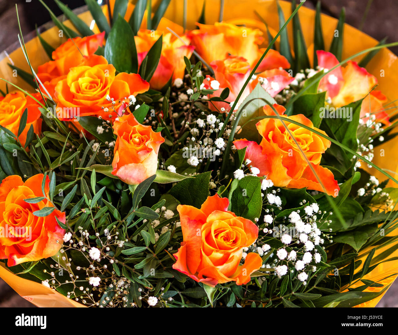 Foto Di Un Bel Mazzo Di Fiori.Mazzo Di Fiori Di Un Bel Colore Arancione Golden Rose Foto