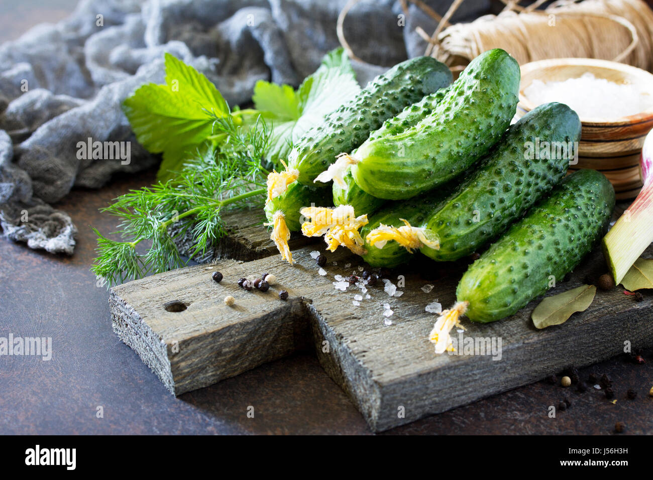 Pickled immagini pickled fotos stock alamy for Case di tronchi freschi