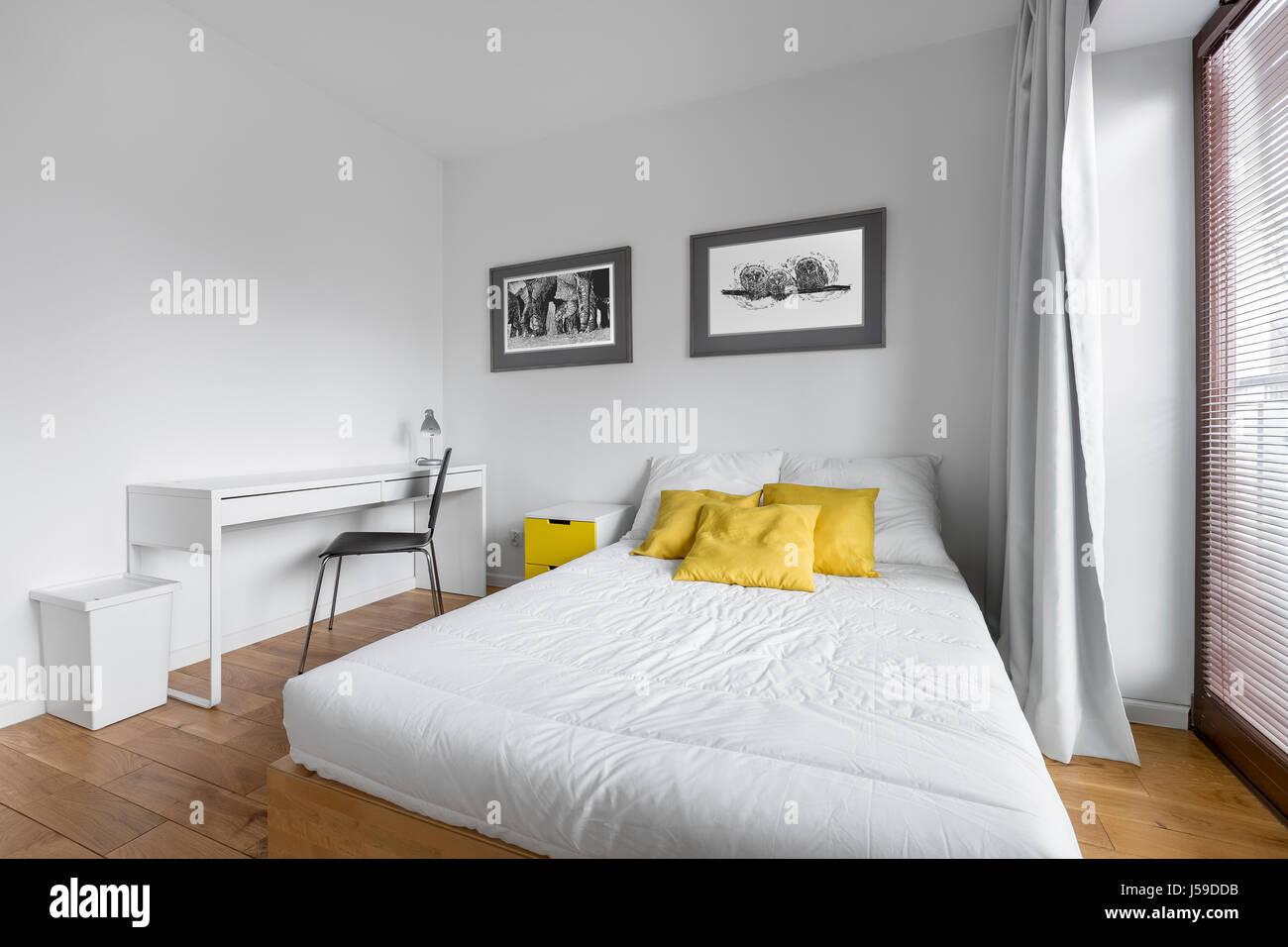 Accessori Per Camera Da Letto Bianca : Accogliente camera da letto bianca con big twin size e accessori