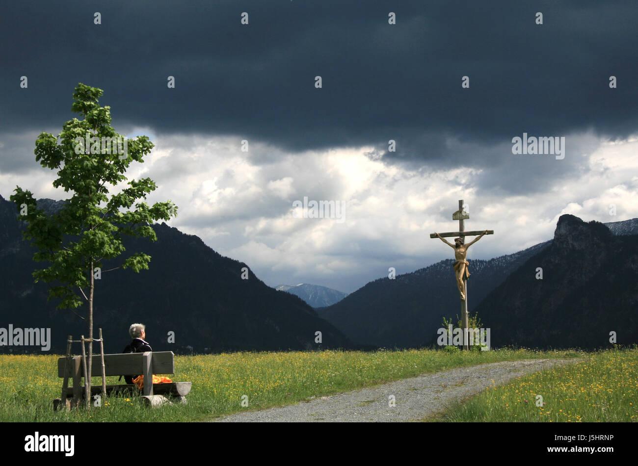 La Credenza Religiosa : Donna religione credenza religiosa dio albero femmina collina