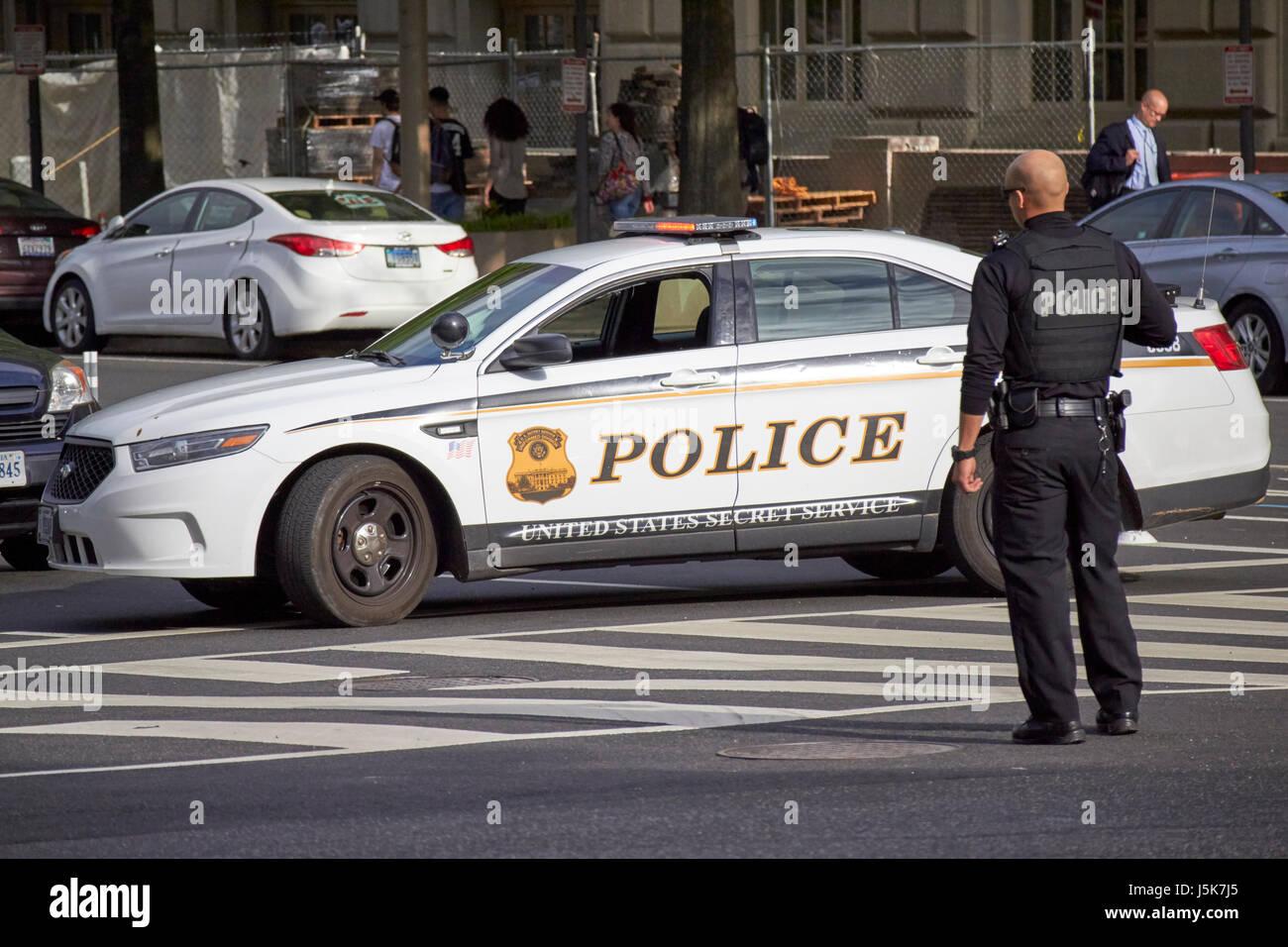 Negli Stati Uniti il servizio segreto veicolo polizia bloccando le strade intorno al whitehouse preparando per il Immagini Stock