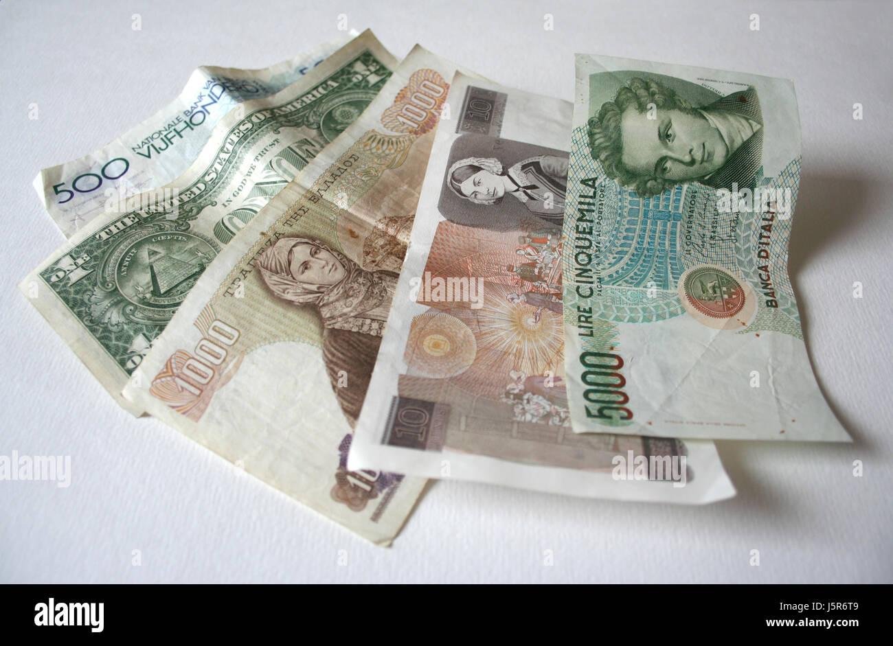 Pagare dollaro valuta dollari europa banconote acquistare paesi stranieri estera Foto Stock