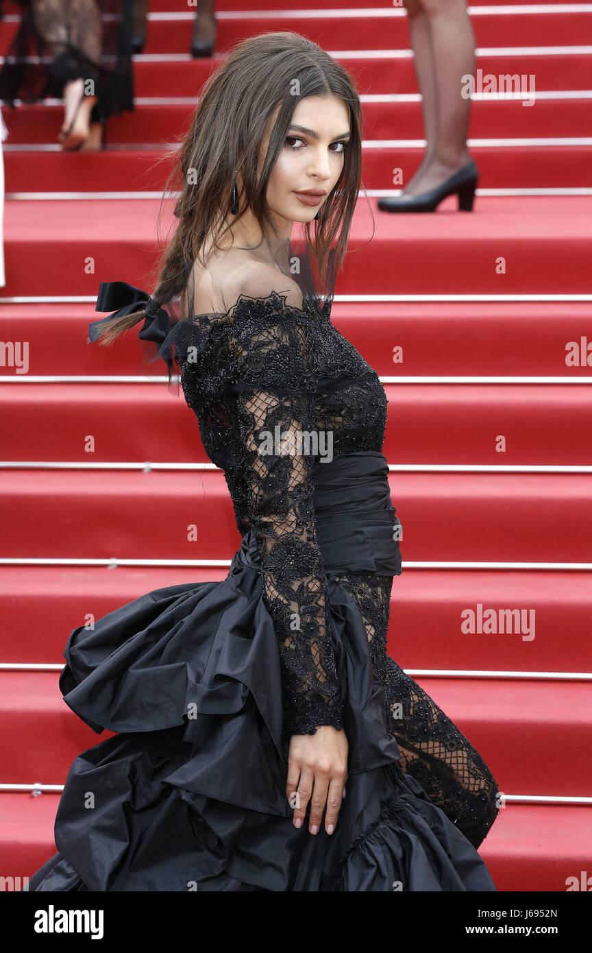 Emily Ratajkowski al 'Nelyubov / Loveless' premiere durante il settantesimo Cannes Film Festival presso Immagini Stock
