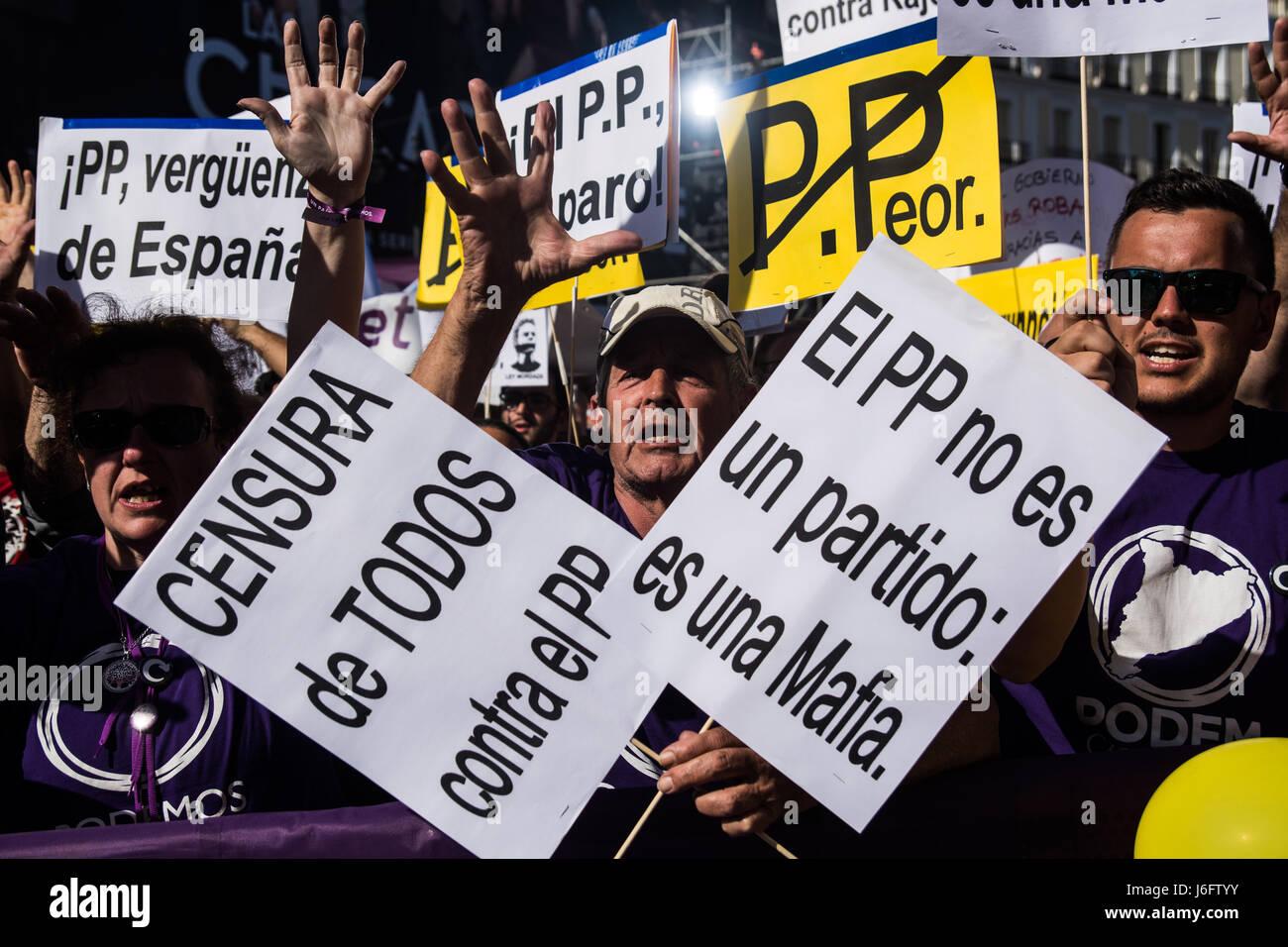 Madrid, Spagna. Il 20 maggio 2017. Persone che protestano contro il Partito popolare il supporto Podemos partito Immagini Stock
