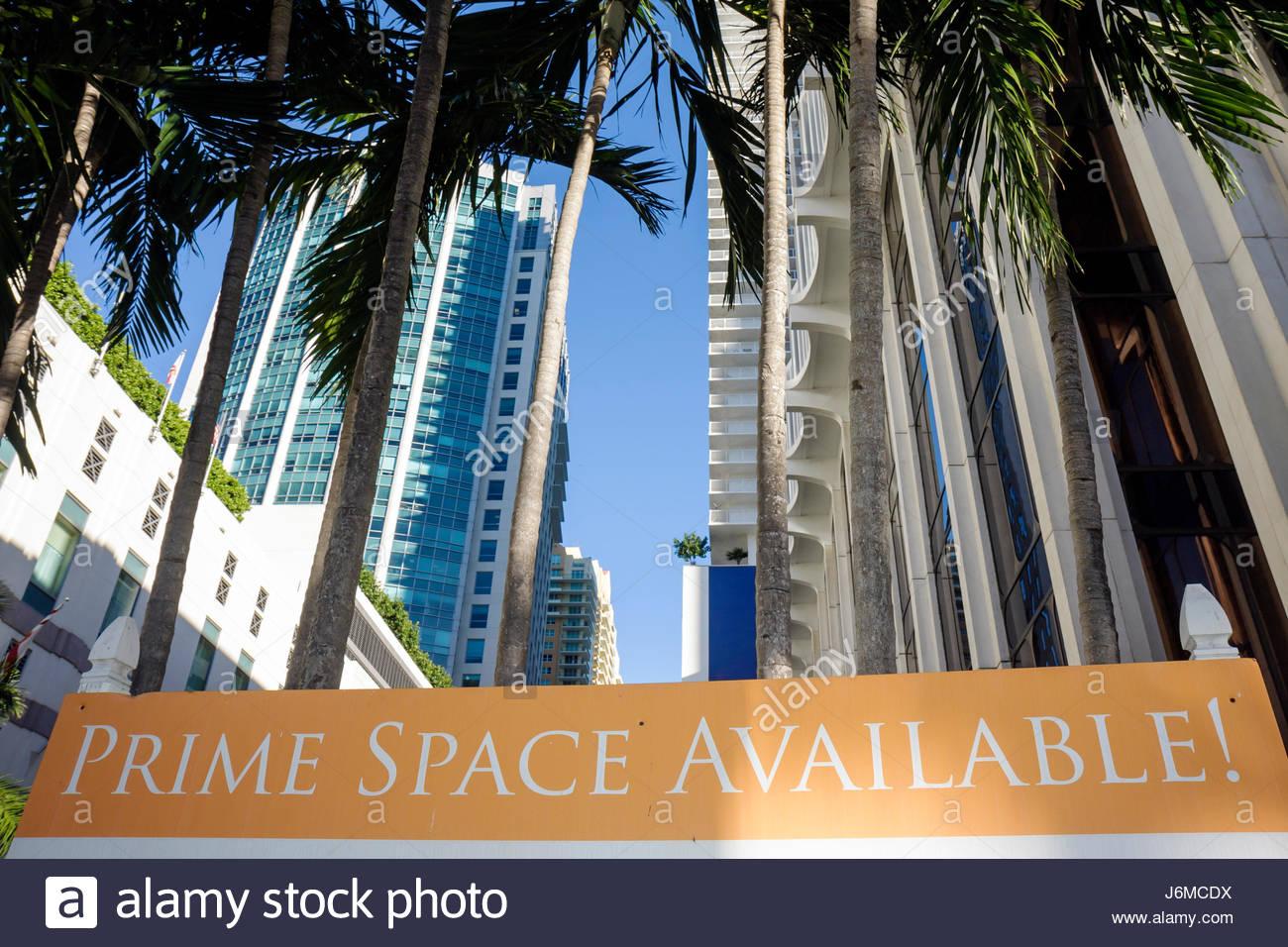 Florida Miami Brickell District skyline del centro immobiliare di firmare il primo spazio urbano disponibile Immagini Stock