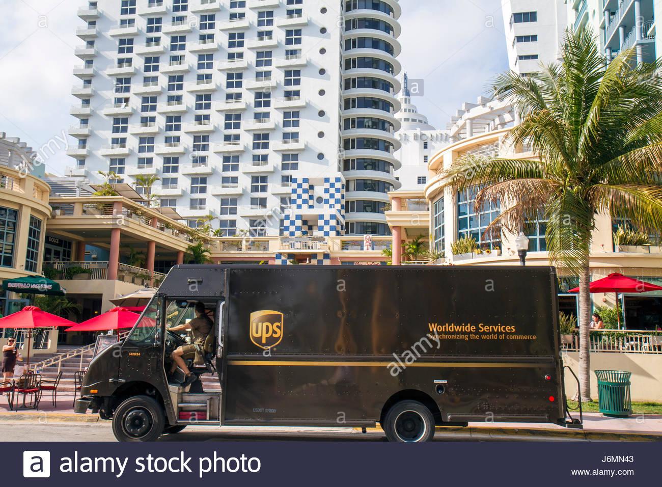 Miami Beach Florida 15th Street di consegna UPS van carrello Immagini Stock