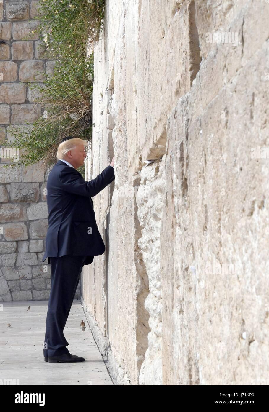 Gerusalemme, Israele. 22 Maggio, 2017. Stati Uniti Presidente Donald Trump durante una visita al Muro Occidentale Immagini Stock