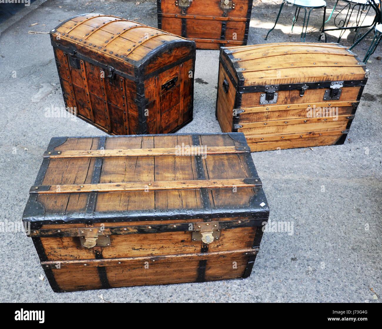 Oggetti Antichi In Vendita.Tronco Di Legno Scatole Box Soffitta Vecchi Oggetti Antichi