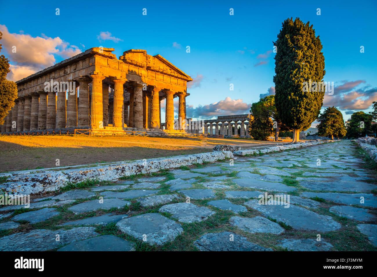 Paestum fu un importante antica città greca sulla costa del Mar Tirreno in Magna Graecia (Italia meridionale). Immagini Stock