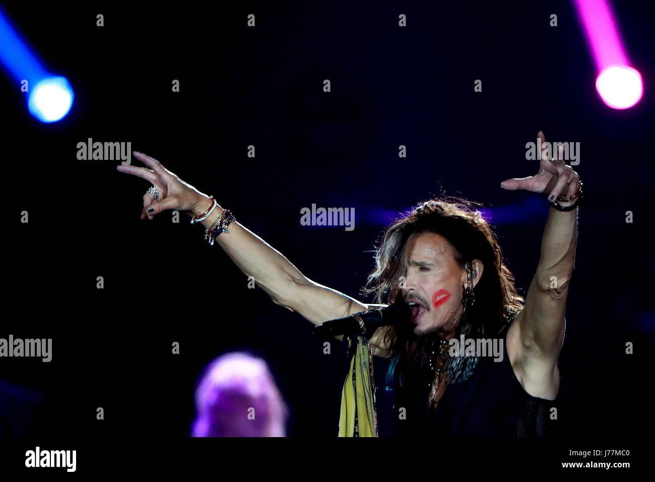 Mosca, Russia. 23 Maggio, 2017. Cantante Steven Tyler americano di rock band Aerosmith esegue sul palco a Olimpiysky Immagini Stock