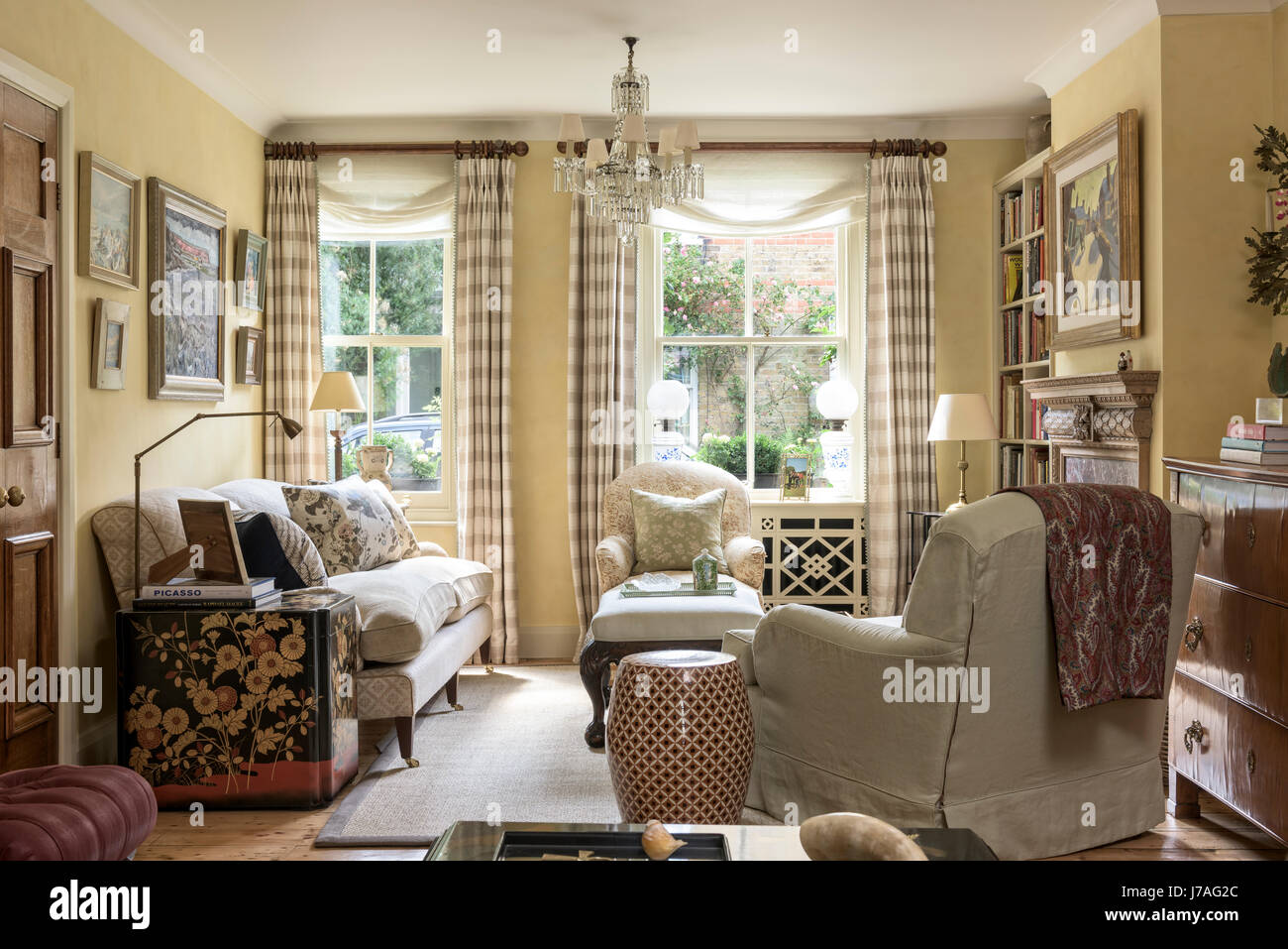 Uno stile tradizionale inglese soggiorno con stile howard for Case stile inglese interni