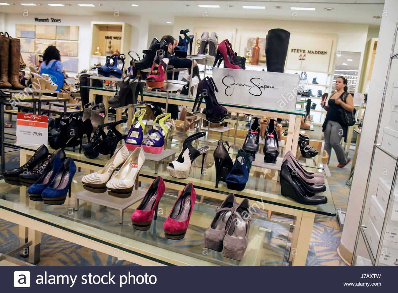 44b16e4a5e040 Florida Miami Dadeland Mall Macy s Department Store Negozi per la vendita  al dettaglio di moda display