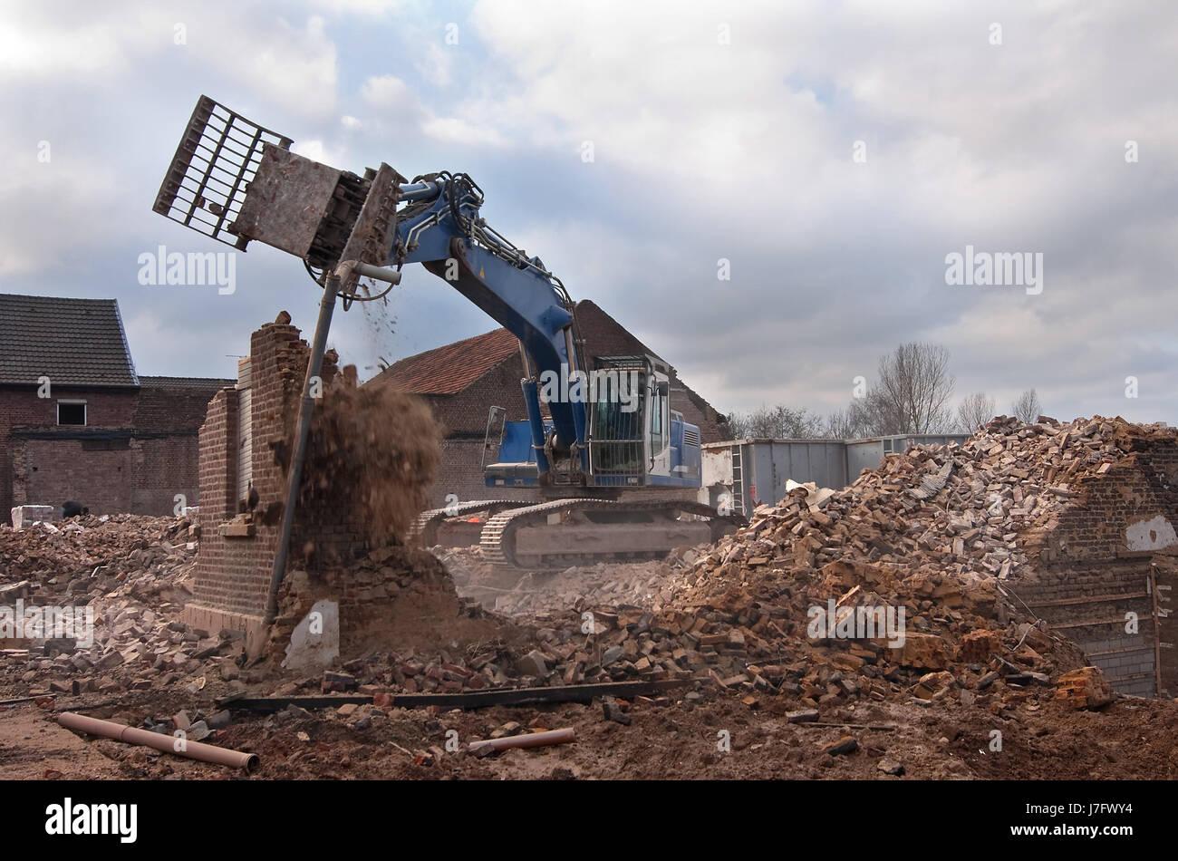 costruzione casa rovina il veleno demolizione rottamazione pasticcio