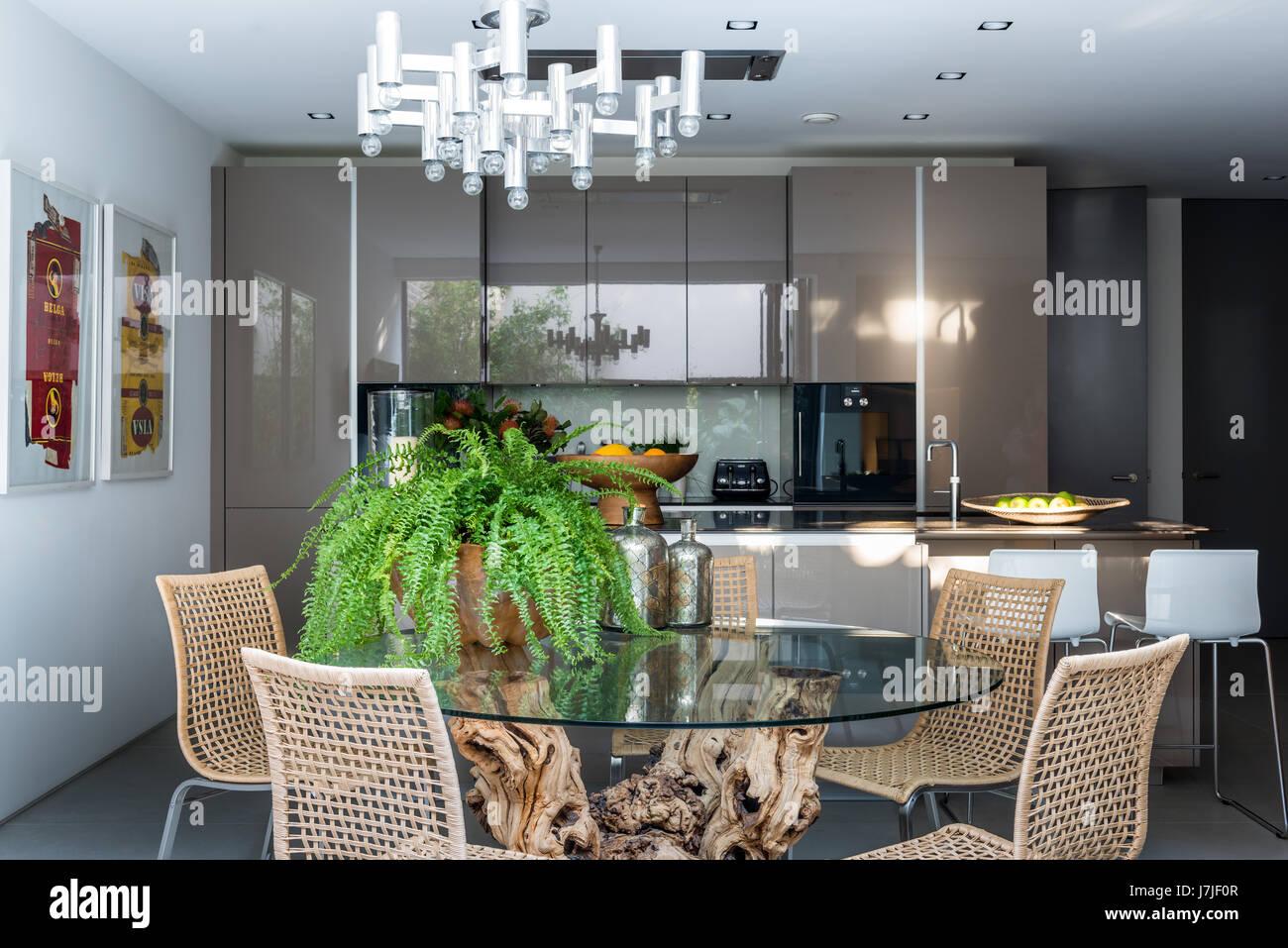 Sedie Per Sala Da Pranzo Ikea : Radice tavolo da pranzo da hugh mclaughlin in cucina con sala da