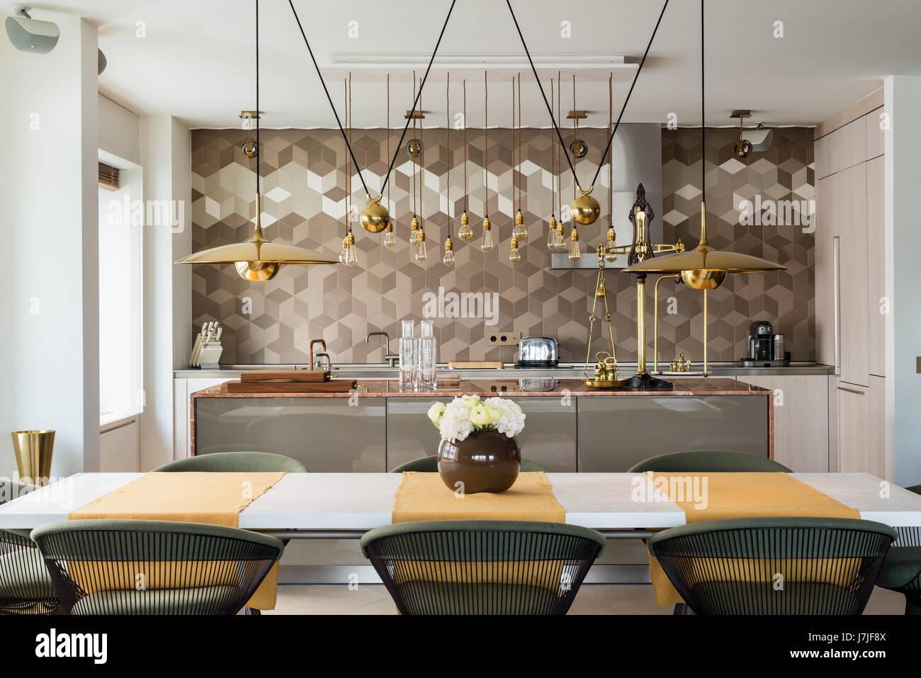 Piano di lavoro in marmo cucina con isola Bulthaup unità e ottone ...