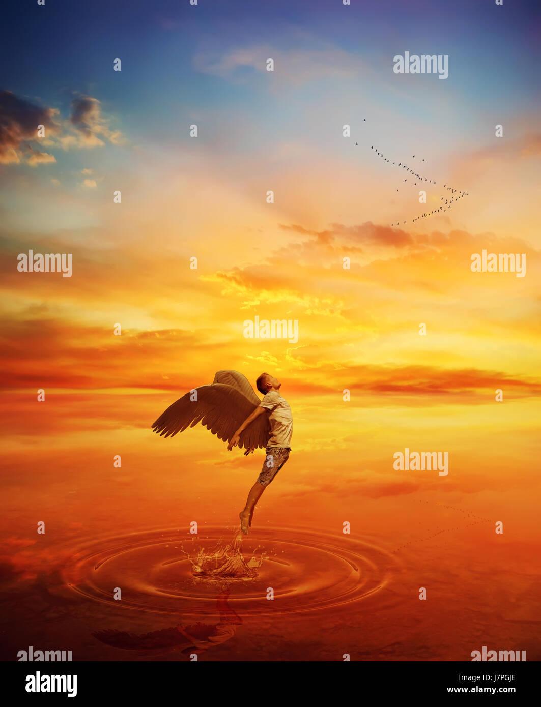 Immagine surrealista come angelo provare a saltare da un lago di acqua e volare lontano. Grande fuga spirituale Immagini Stock