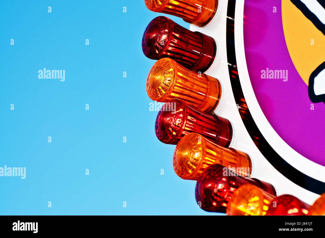 Fair carnevale parco divertimenti onorevole decente illuminazione rossa luce di illuminazione Immagini Stock