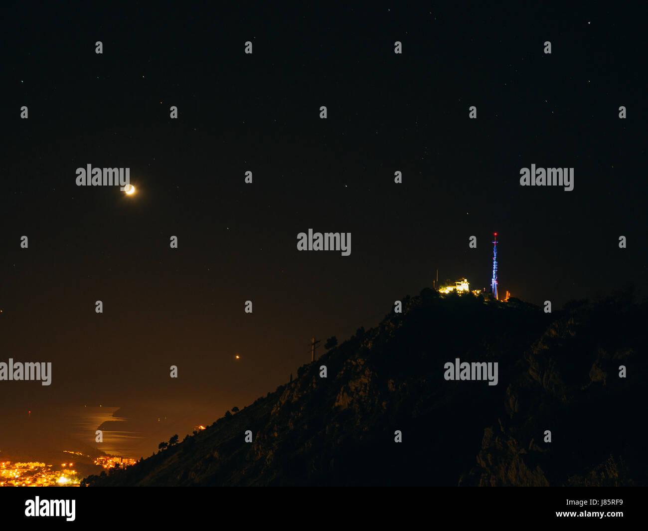 Telefono Antenna Della Torre Di Notte Su Uno Sfondo Di Cielo