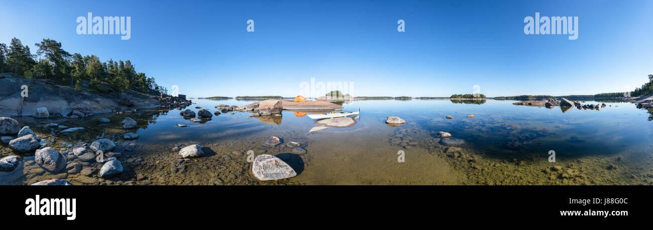 Un tranquillo e soleggiato al mattino onas isola, arcipelago della città di Porvoo, Finlandia, Europa, UE Immagini Stock