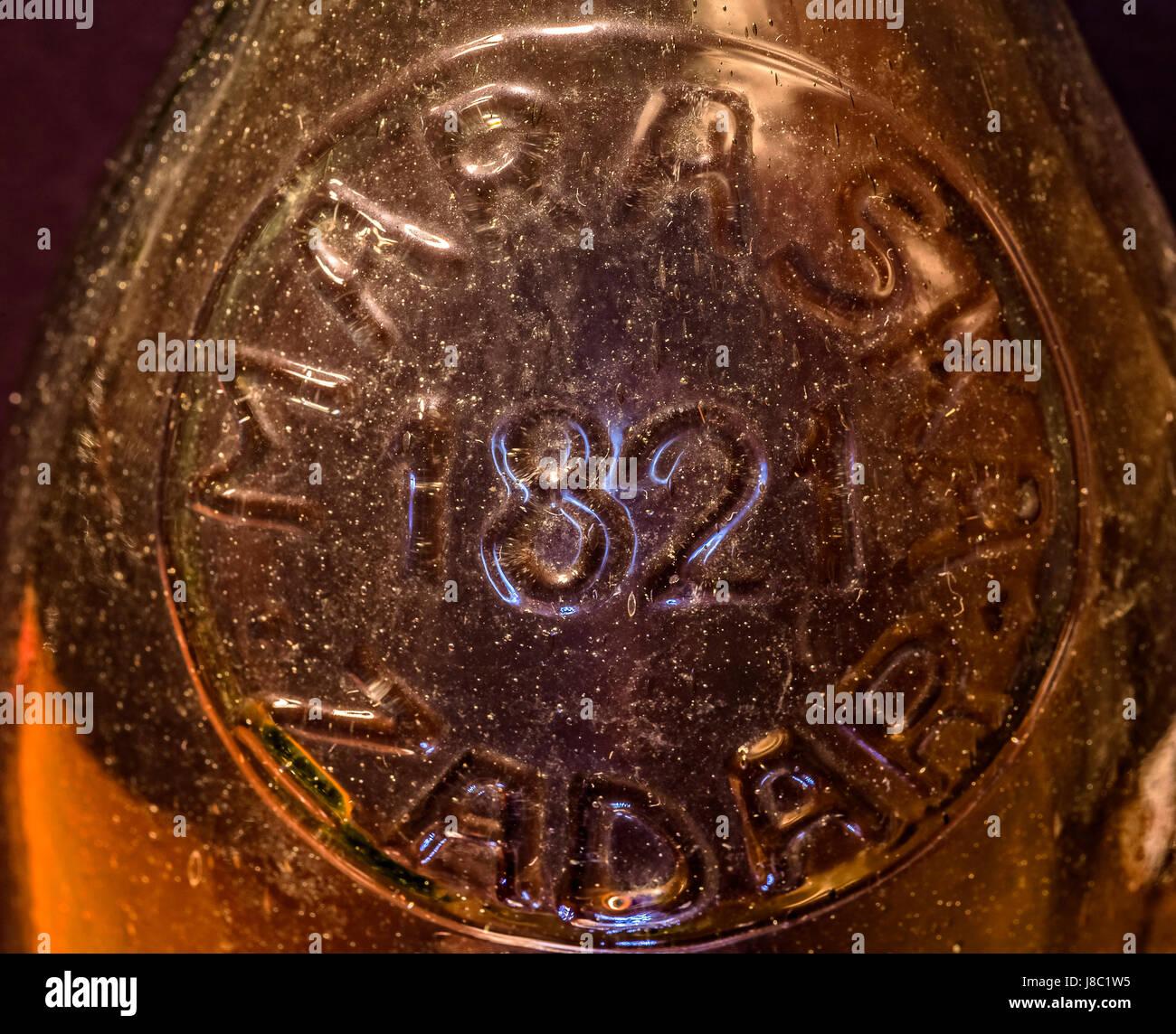 Dalmazia Zadar - Maraska factory - etichetta goffrata su una bottiglia di maraschino 1821 Immagini Stock