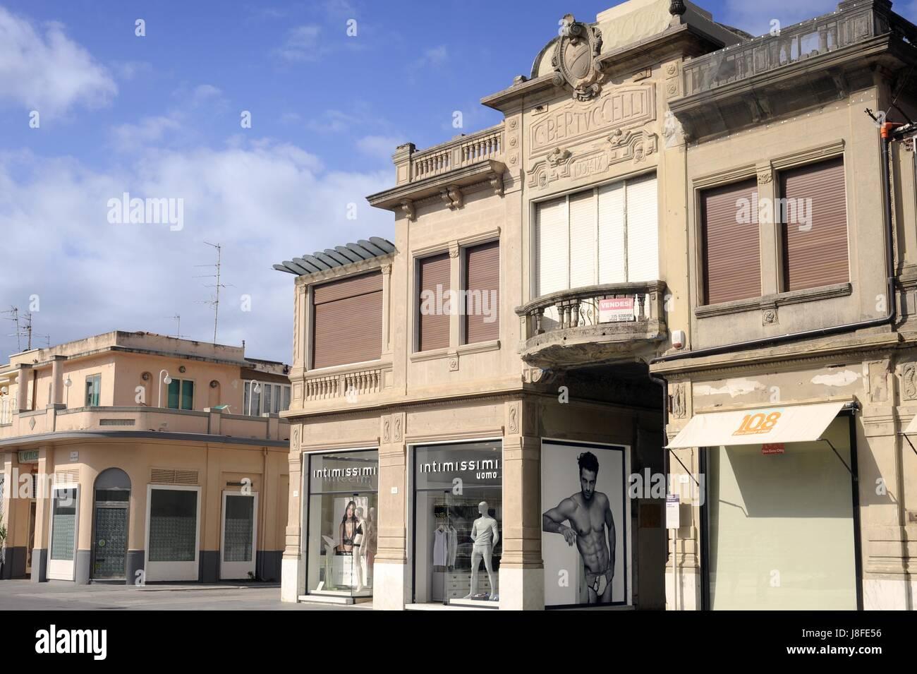 Viareggio (Toscana, Italia), località balneare, la passeggiata sul lungomare con stile Liberty degli edifici Immagini Stock