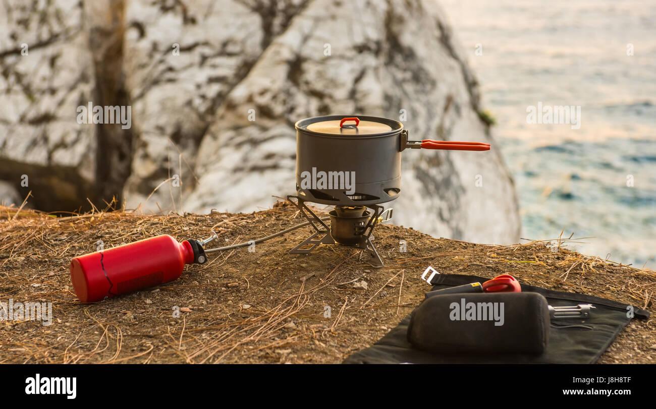Le attrezzature turistiche e strumenti: camping gas Immagini Stock