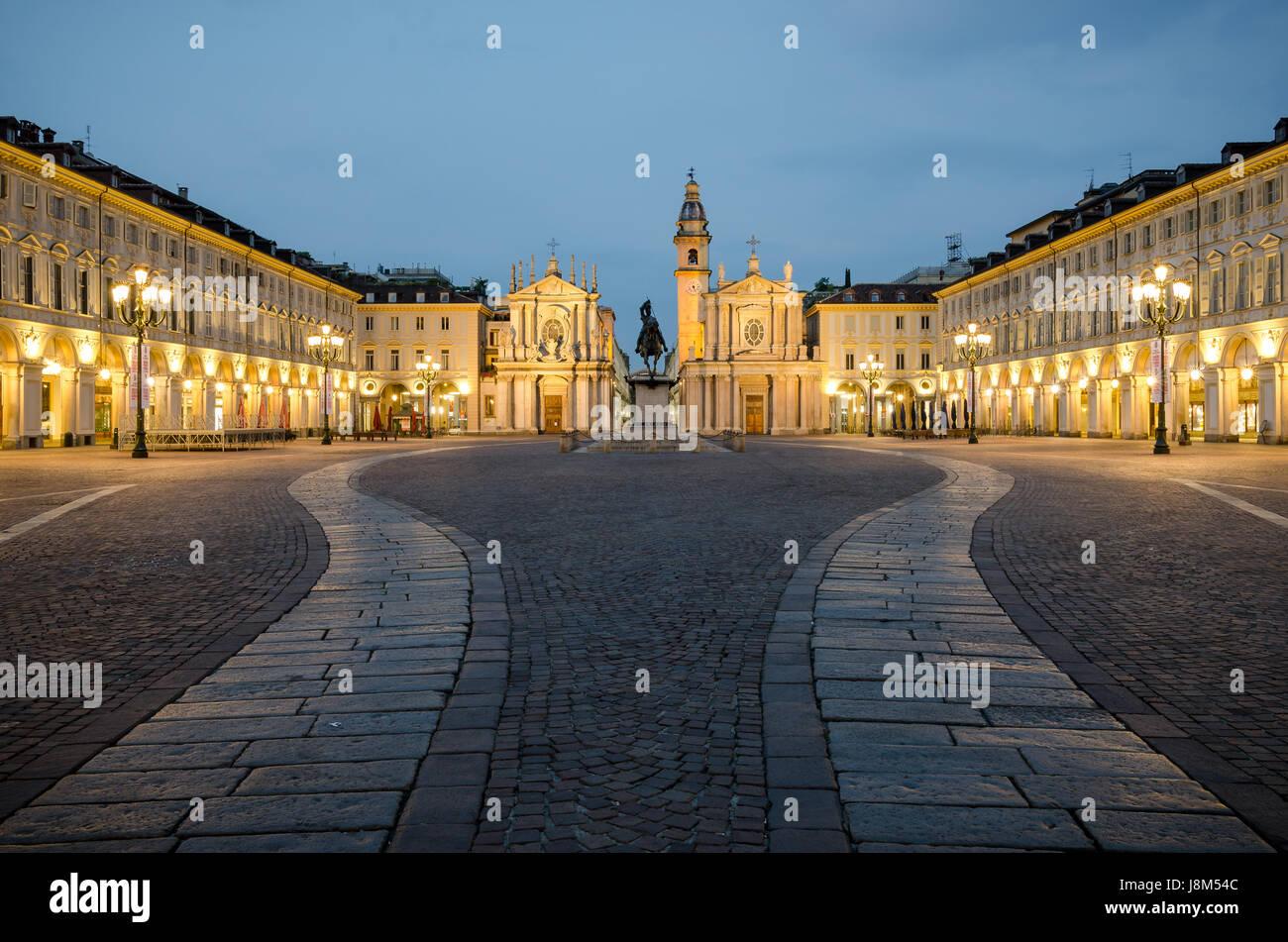 Torino Piazza San Carlo al crepuscolo Foto Stock