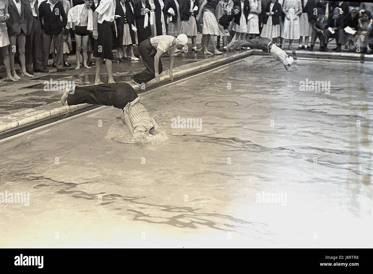 Bbw in piscina completamente vestito for Porno la piscina