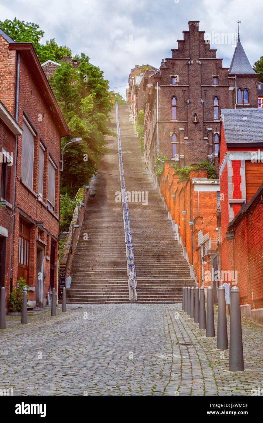 Montagne de Bueren, 374-passo scalinata di Liegi, Belgio Immagini Stock