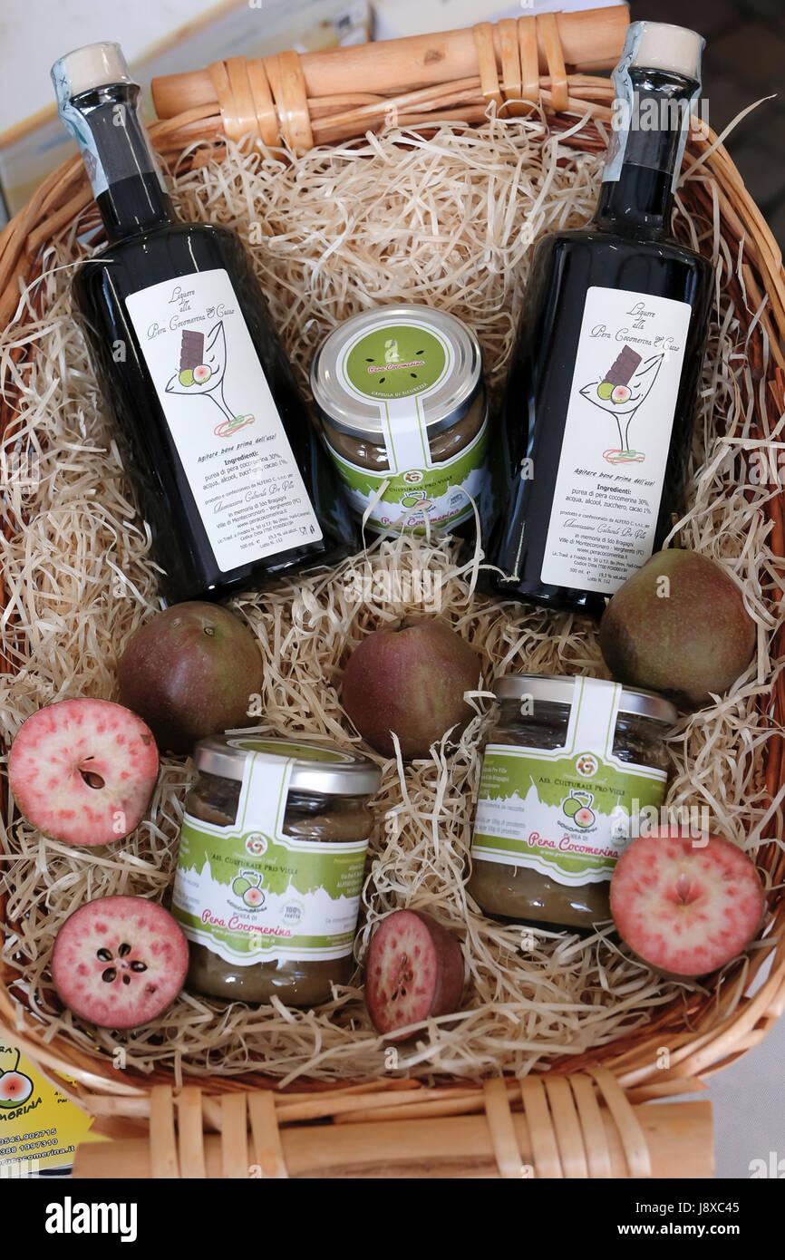 Pera Cocomerina liquore e polenta tun da Emilia Romagna,l'Italia,l'Europa. Immagini Stock