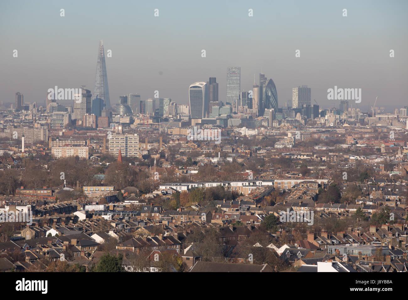 Londra vista guardando a nord con la città di Londra in background. Lo smog inquinamento giorno alta Immagini Stock