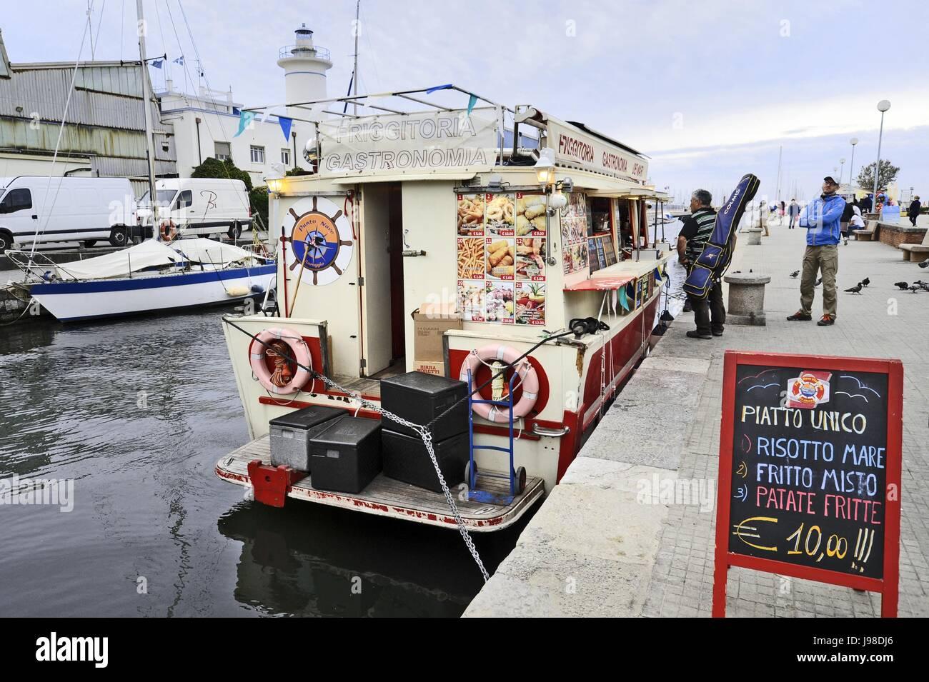 viareggio (toscana), località balneare, barca usata come un chiosco