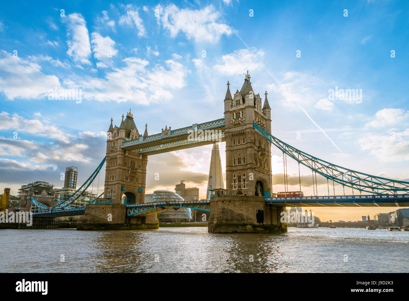 Il Tower Bridge sul fiume Thames, London, England, Regno Unito Immagini Stock