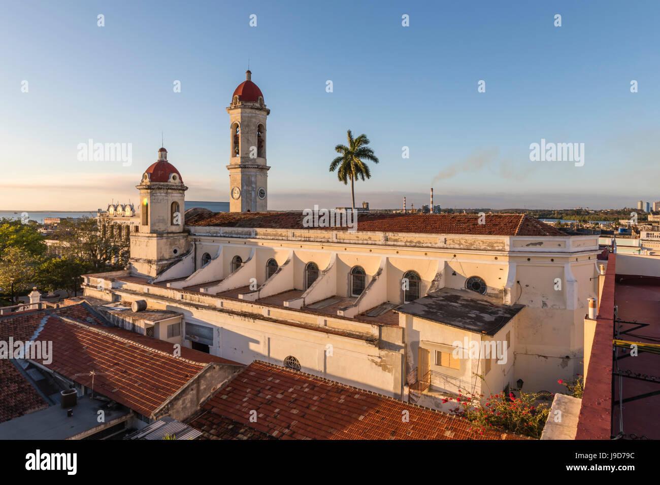 La Catedral de la Purisima Concepcion in Plaza José Marti, Cienfuegos, Sito Patrimonio Mondiale dell'UNESCO, Cuba, West Indies, dei Caraibi Foto Stock