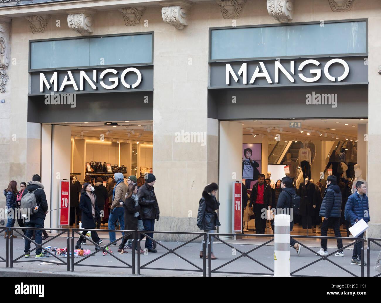 pretty nice 64df5 bee63 Mango negozio di abbigliamento, Parigi, Francia Foto ...