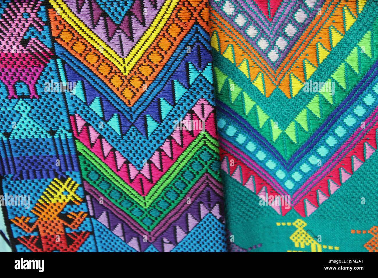 Tessuti tipici di Guatemala, fatti a mano da artigiani guatemalteco, di uso quotidiano nella comunità Maya, Immagini Stock