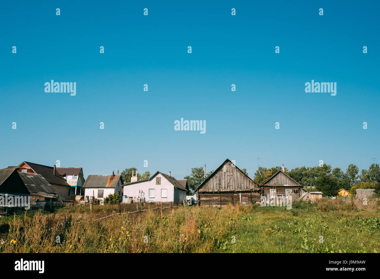 Casette Russe Di Campagna il vecchio tradizionale russa case di legno in villaggio o