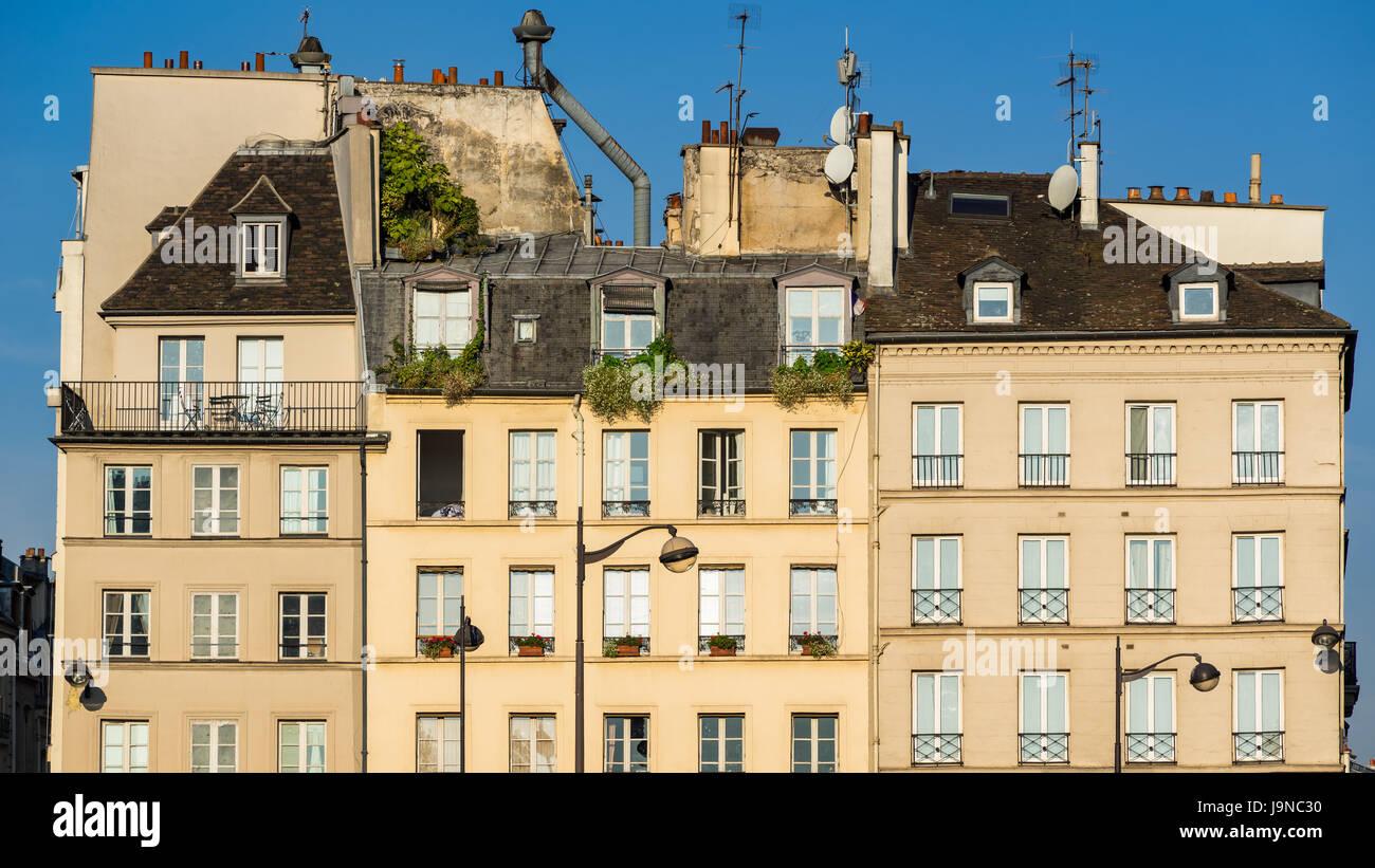 Fila di tipica Parigina della Sponda Sinistra edifici della Sorbona quartiere. Quartiere Latino, 5th Arrondissement, Immagini Stock