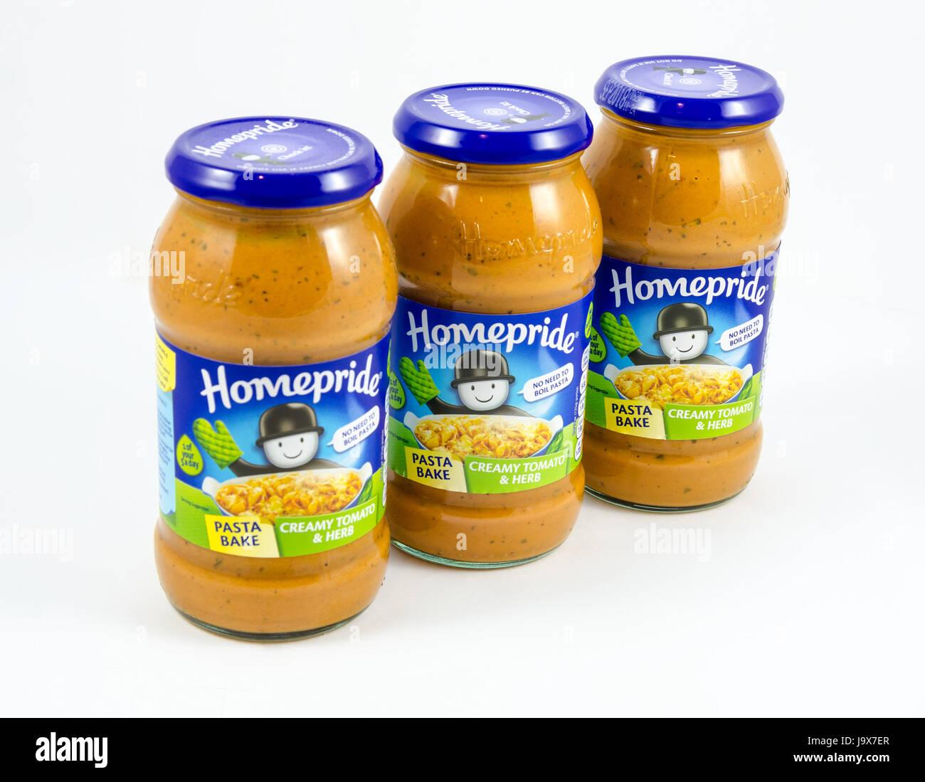 Homepride cremosa di pomodoro e le erbe cuocere la pasta. Immagini Stock
