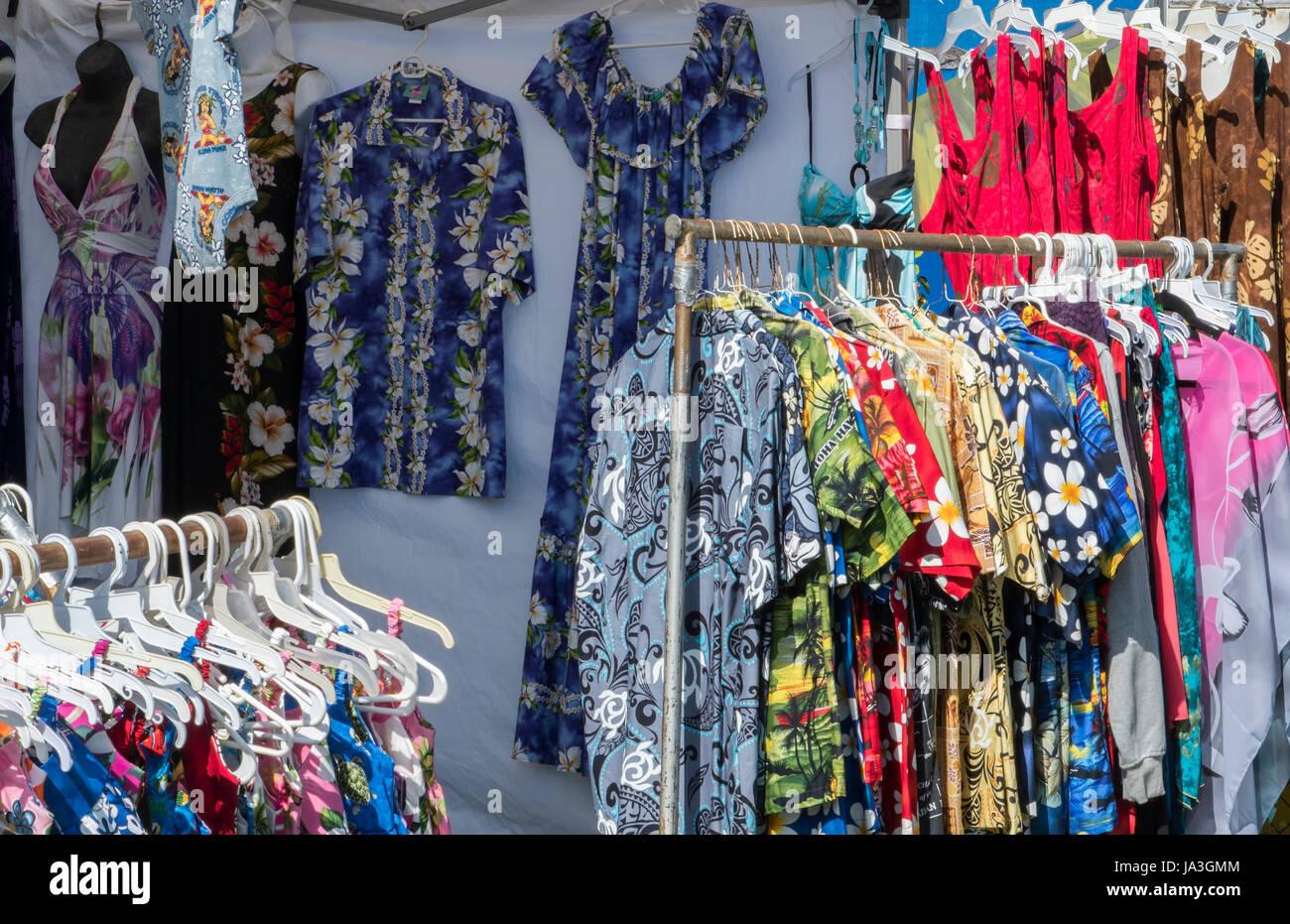 Kapaa Kauai Hawaii il mercato delle pulci con camicie hawaiane per la vendita Foto Stock