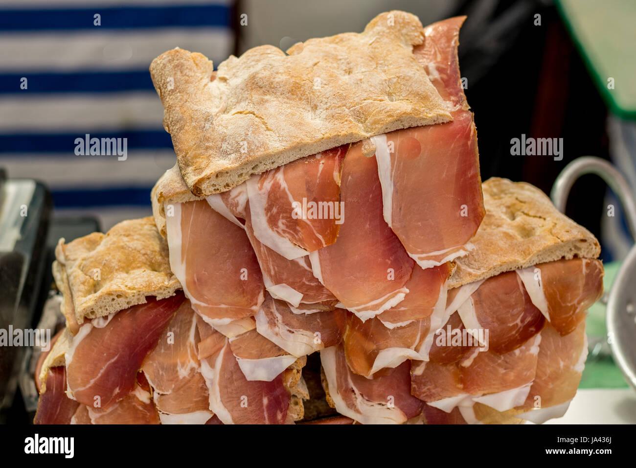 Porchetta e non ancora arrosto di maiale per cibo e roba di Lisbona Immagini Stock