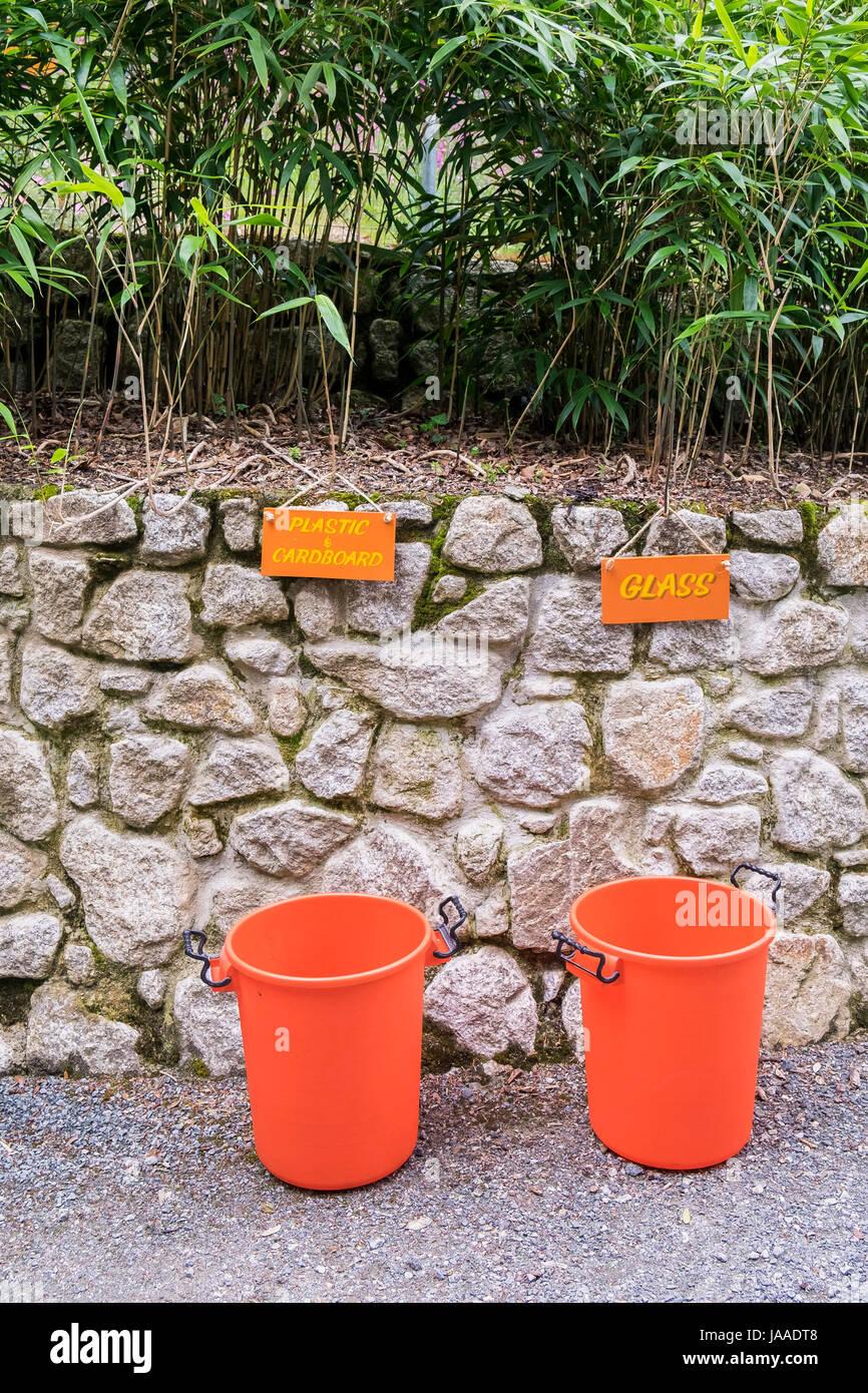 Vaschette in materiale plastico per il riciclaggio; questioni ambientali; questioni ambientali; Segni; Immagini Stock