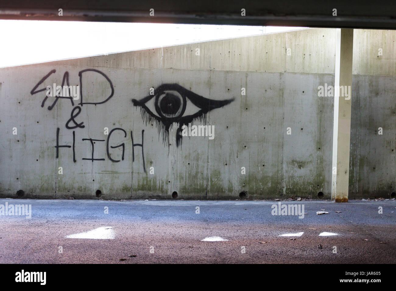 TROY, NEW YORK, 25 febbraio 2017: i graffiti sulla parete di un parcheggio 'Sannuncio e alta' possono essere Immagini Stock