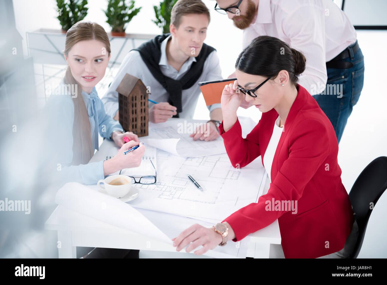 Giovani imprenditori che lavorano insieme Immagini Stock
