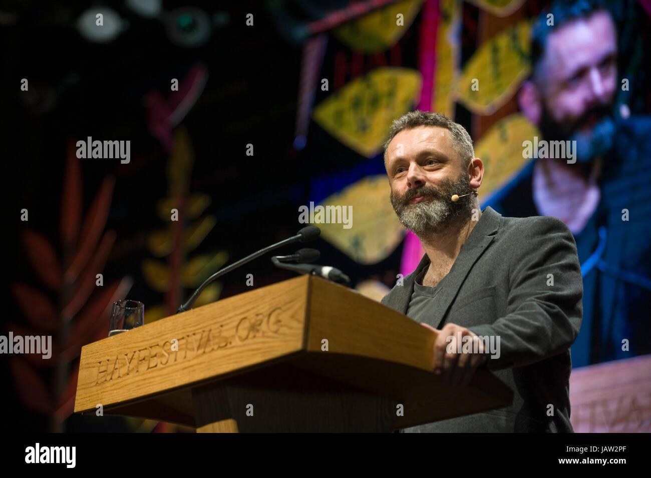 Michael Sheen attore dando il Aneurin Bevan lecture sul palco a hay festival della letteratura e delle arti 2017 Immagini Stock