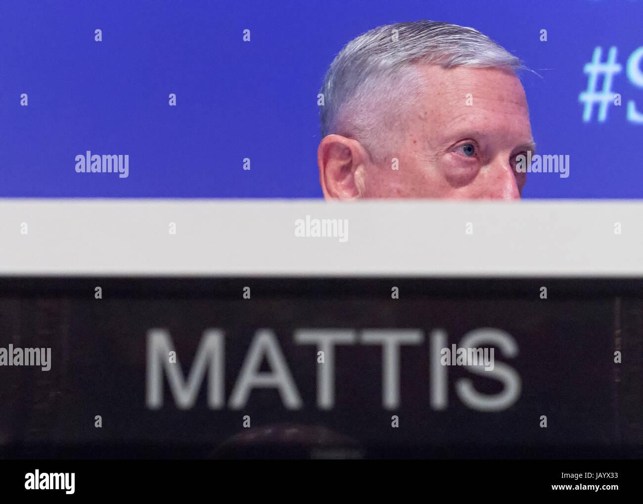 Stati Uniti Il Segretario della Difesa Jim Mattis durante una sessione di Shangri-La vertice di dialogo Giugno 3, Immagini Stock