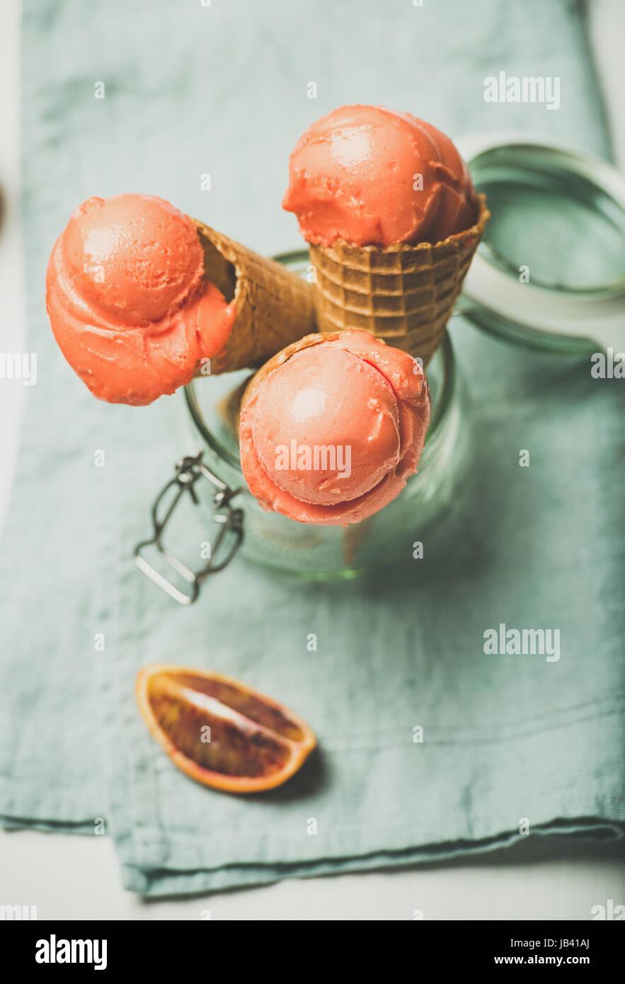 Estivo rinfrescante Arancio sanguigno gelato o sorbetti Immagini Stock