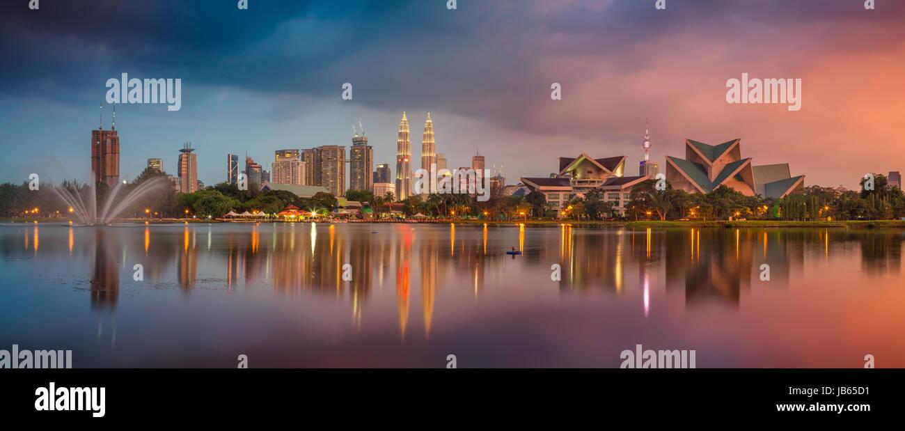 Kuala Lumpur Panorama. Immagine di paesaggio cittadino di Kuala Lumpur in Malesia durante il tramonto. Immagini Stock