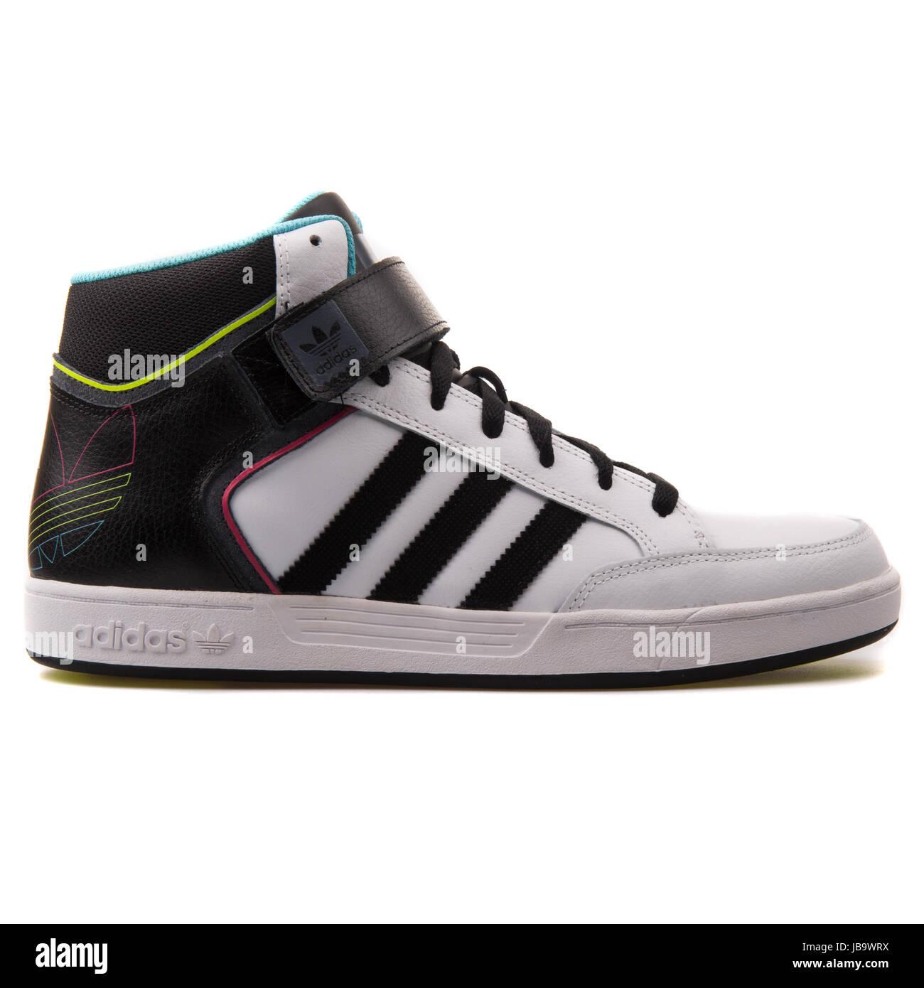 Adidas Varial metà bianco e nero uomini scarpe Skateboarding - D68665  Immagini Stock fe331be05cc