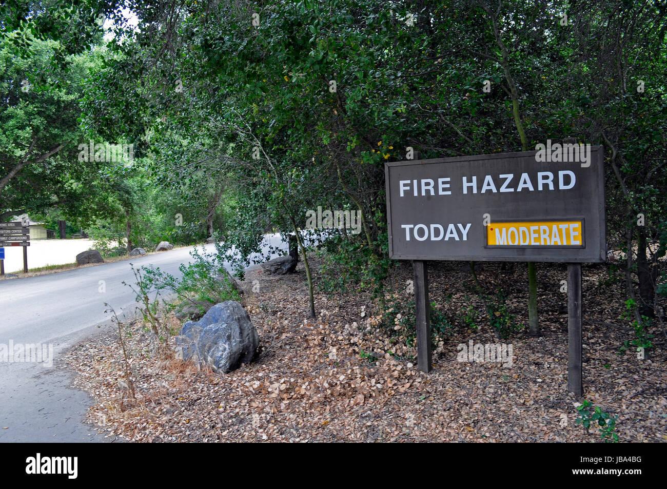 Un moderato rischio di incendi oggi segno, Sunol, Ohlone, regionale, deserto, California, Immagini Stock